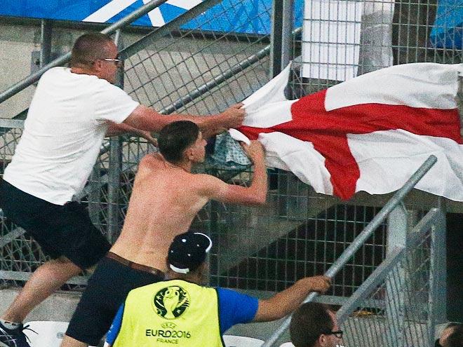 Побоище фанатов Англии и России в Марселе – глазами очевидцев
