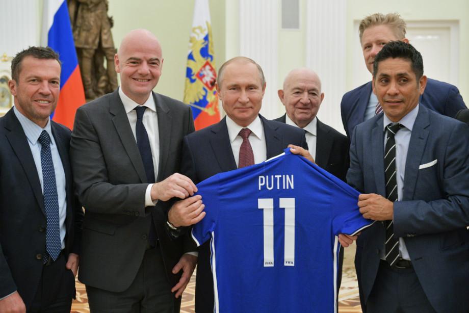 https://img.championat.com/news/big/s/t/teper-u-vas-ruki-v-krovi-futbolistov-nenavidjat-posle-vstrechi-s-putinym_15312085431023210262.jpg