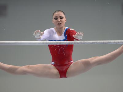 Алия Мустафина — золото на брусьях