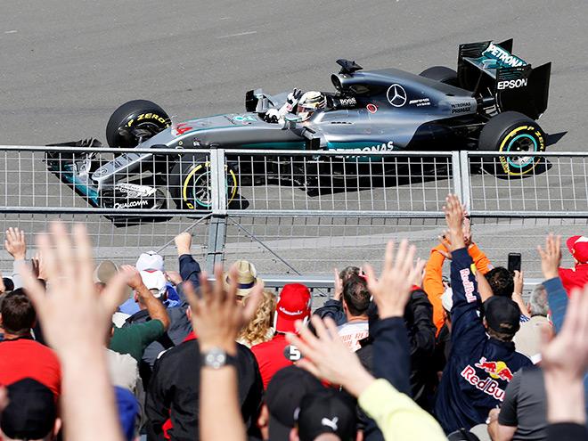Льюис Хэмилтон завоевал 53-й поул в Формуле-1