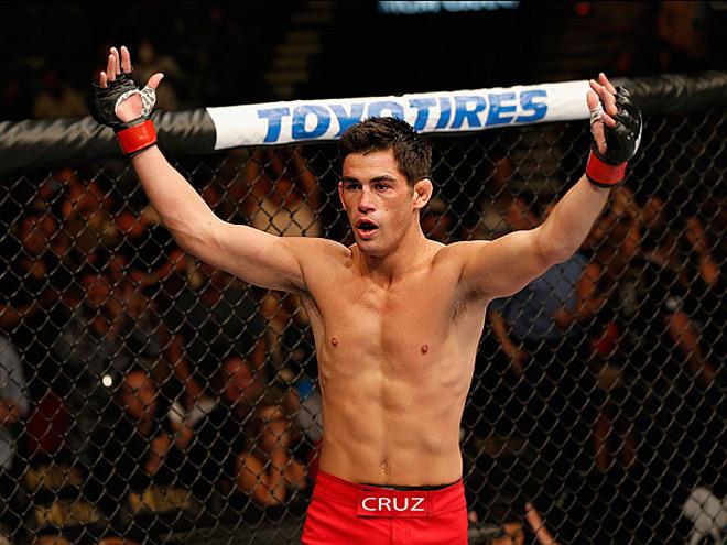 Доминик Крус вернул пояс чемпиона мира UFC в бою с Ти Джеем Диллашоу