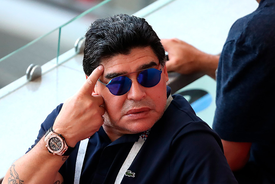Марадону не зовут поднимать с колен сборную Аргентины. Он сильно удивлён