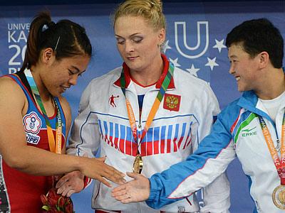 Оксана Сливенко (в центре)