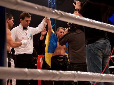 Федченко по очкам победил Азизова