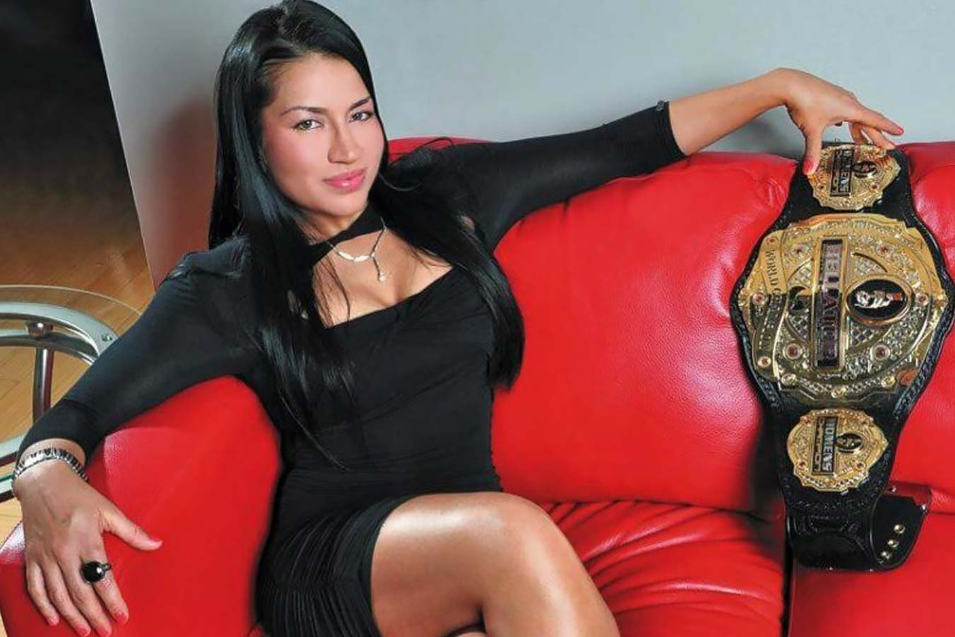 Первая девушка-чемпион в истории Bellator