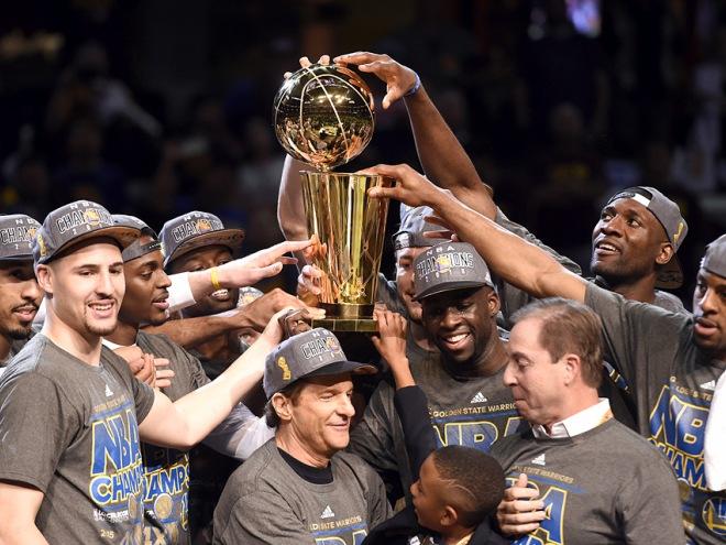 """Голден Стэйт"" стал чемпионом НБА, победив ""Кливленд"""
