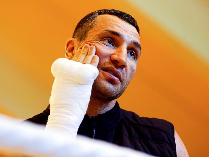 Владимир Кличко получил травму, намеченный на 10 декабря бой отменён