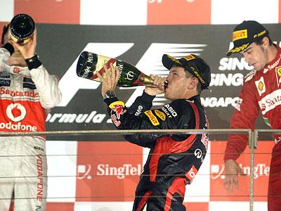 Гран-при Сингапура: отказ гидравлики Хэмилтона принёс победу Феттелю