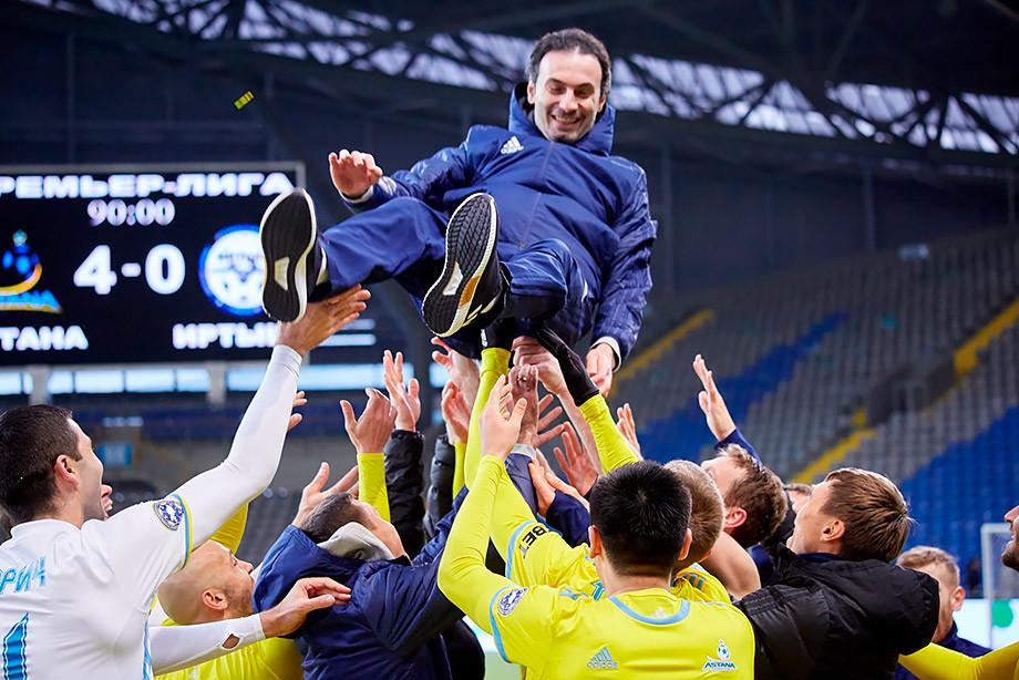 Наставник Астаны пообещал пробежать в трусах по городу если клуб выиграет ЛЕ 28 нояб