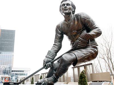 Статуя в честь Ги Лефлера в Квебеке