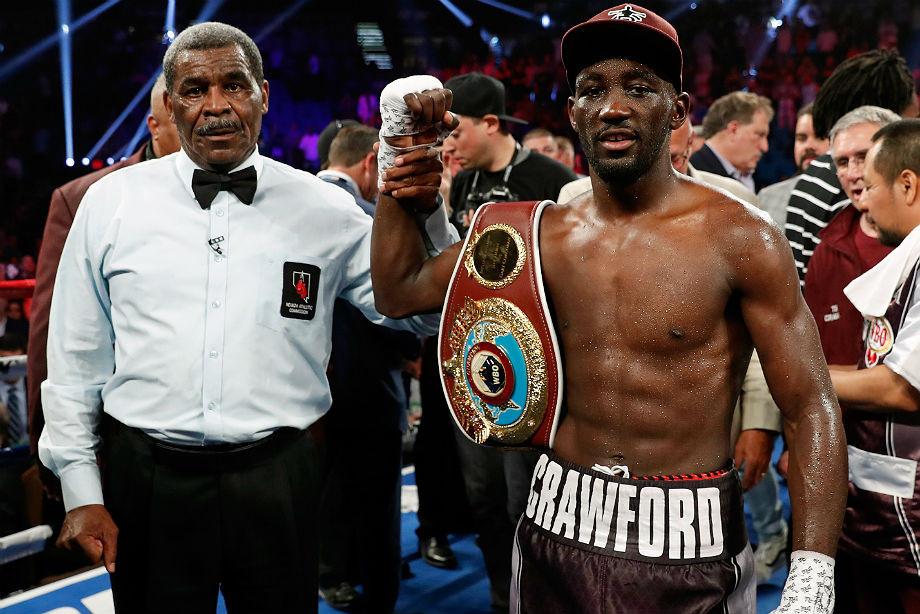Американец выиграл чемпионский бой ударом ниже пояса. Куда смотрели судьи?