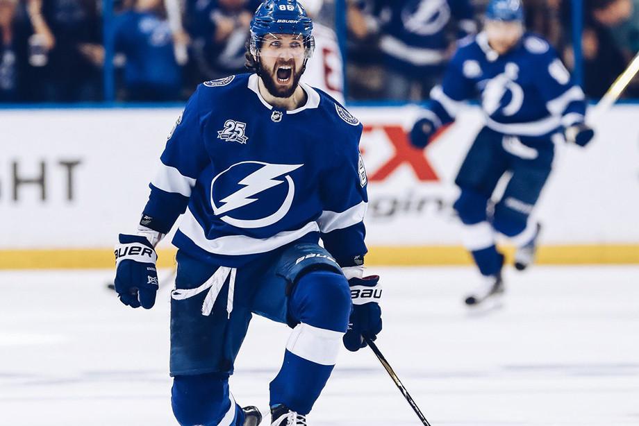 Кучеров может побить исторический рекорд НХЛ. Он идёт на 138 очков за сезон