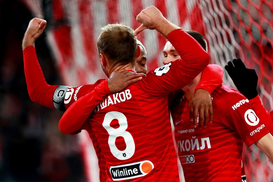 Глушаков спровоцировал фанатов жестом после гола. Лучшие фото 20-го тура РПЛ