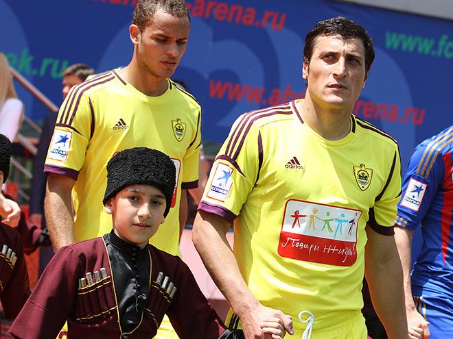 «Анжи» — фаворит чемпионата ФНЛ
