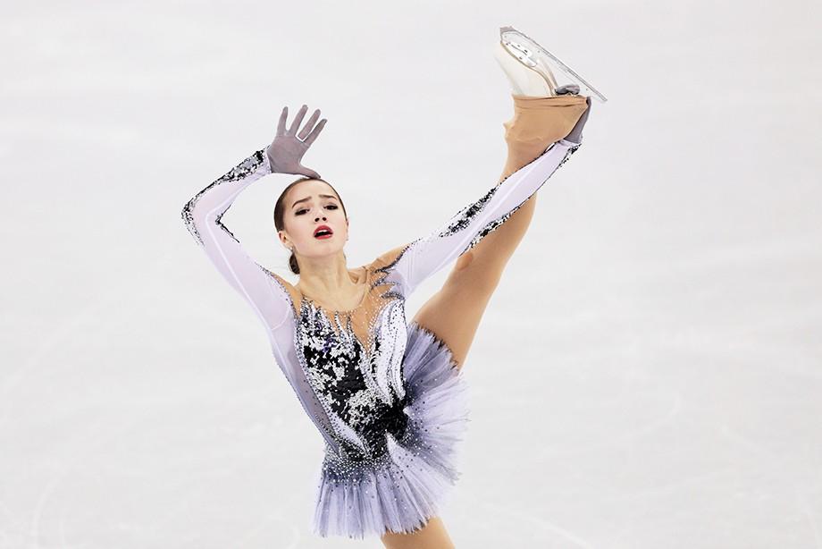 Загитова одолела вкороткой программе наОлимпиаде-2018, установив мировой рекорд