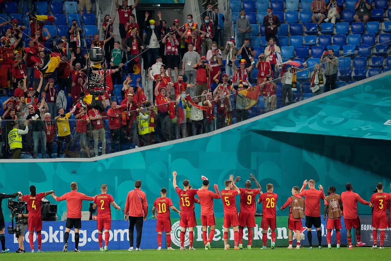 Бельгийские болельщики поддержали российских фанатов, освиставших сборную Бельгии
