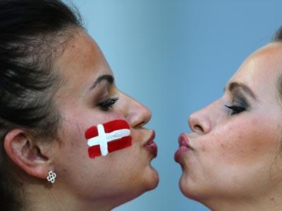 Болельщицы сборной Дании