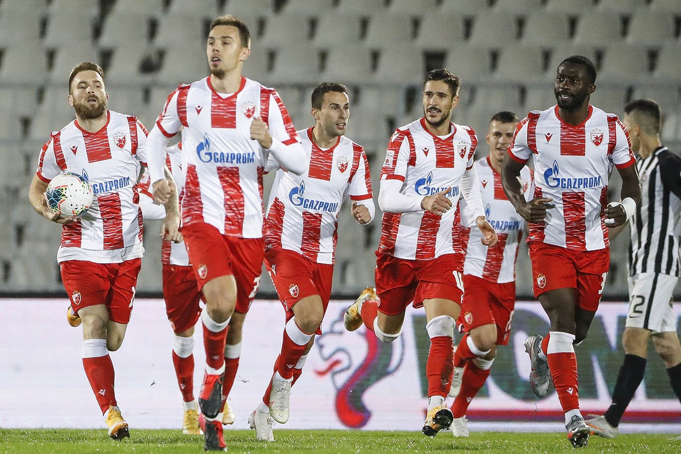 Игрок Црвены Звезды после победы в финале Кубка Сербии снял трусы прямо на поле