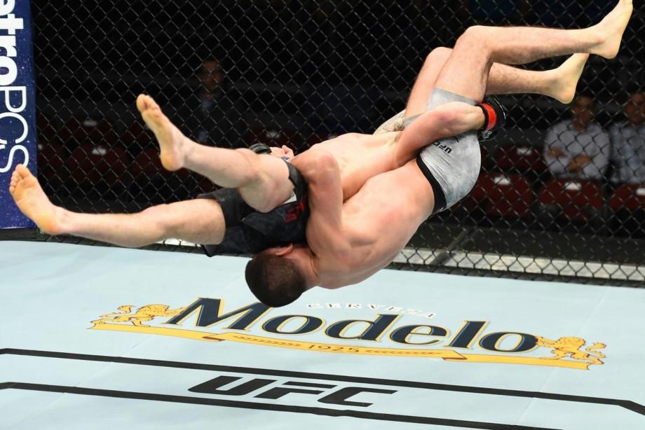 Шлеменко проиграл неизвестному бразильцу, в UFC боец нокаутировал сам себя