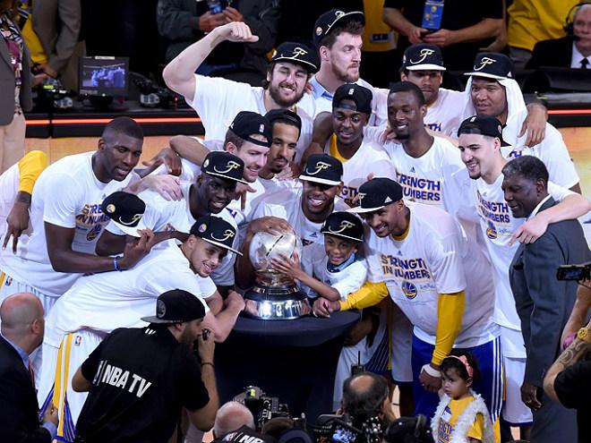 «Голден Стэйт» вышел в финал НБА впервые с 1975-го