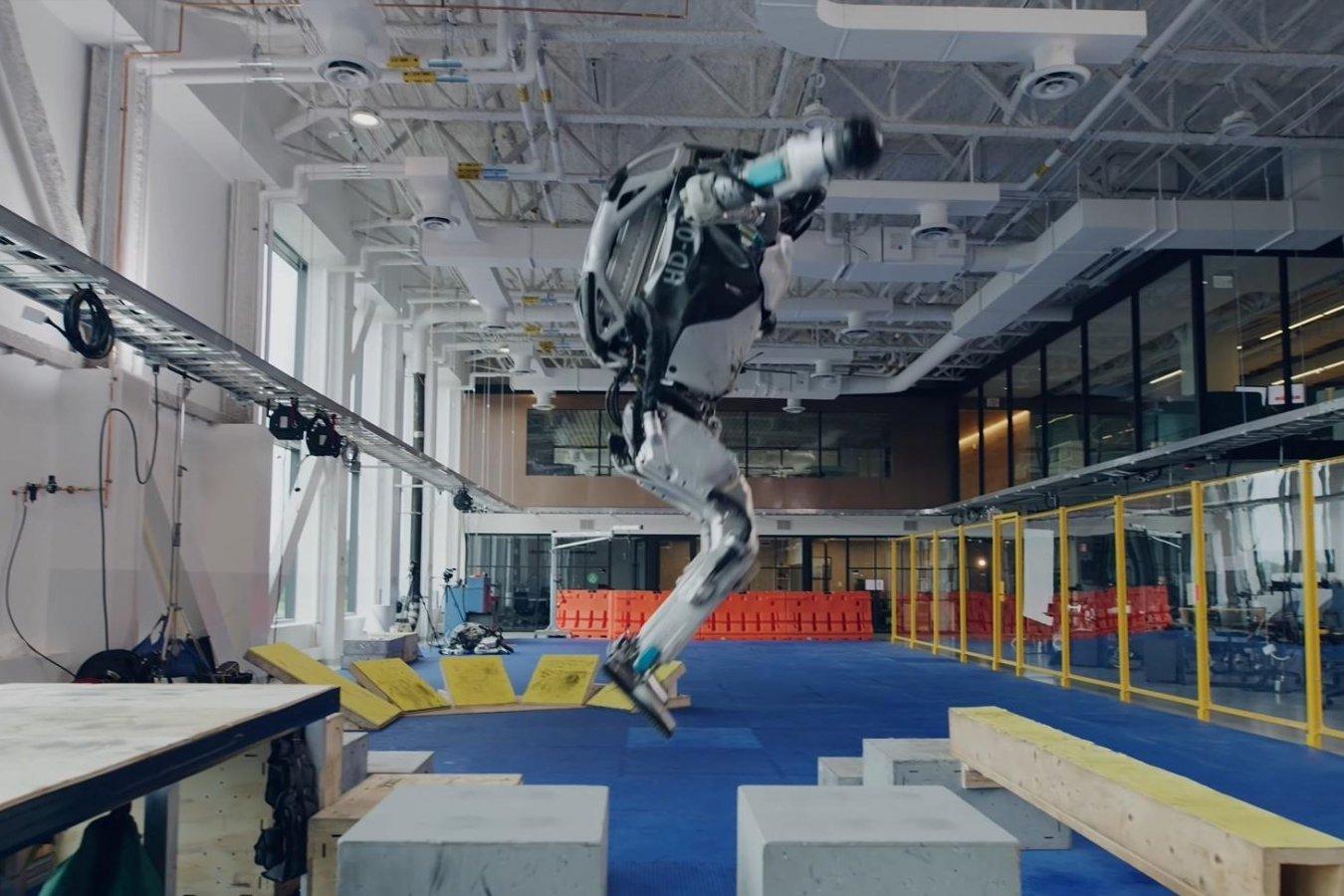 Робот Boston Dynamics научился паркуру прямо как в Assassins Creed и Mirrors Edge