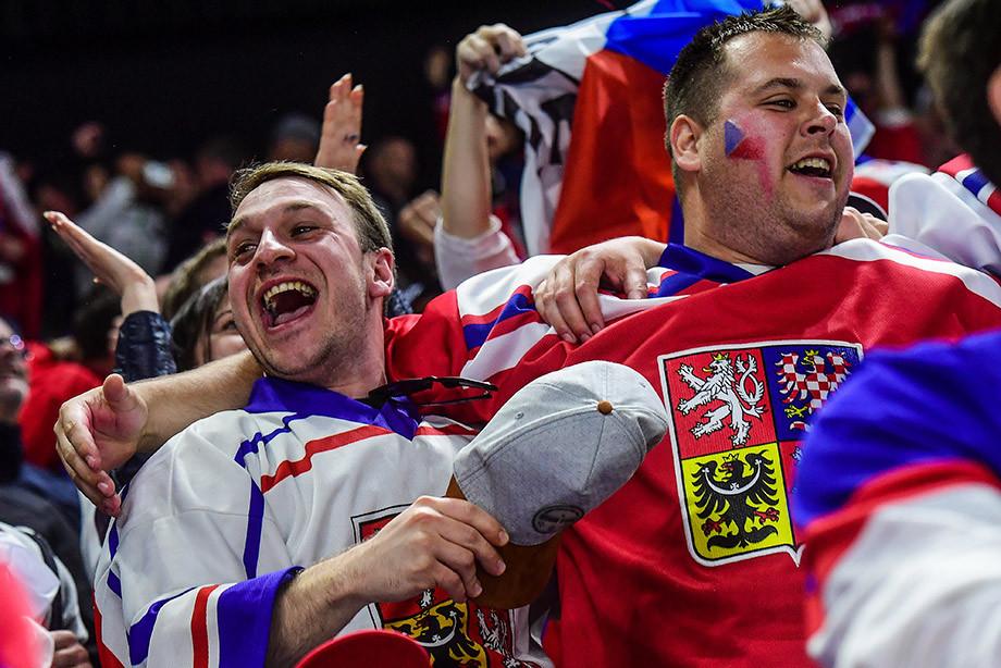 Сборная Российской Федерации похоккею потерпела первое поражение наЧМ