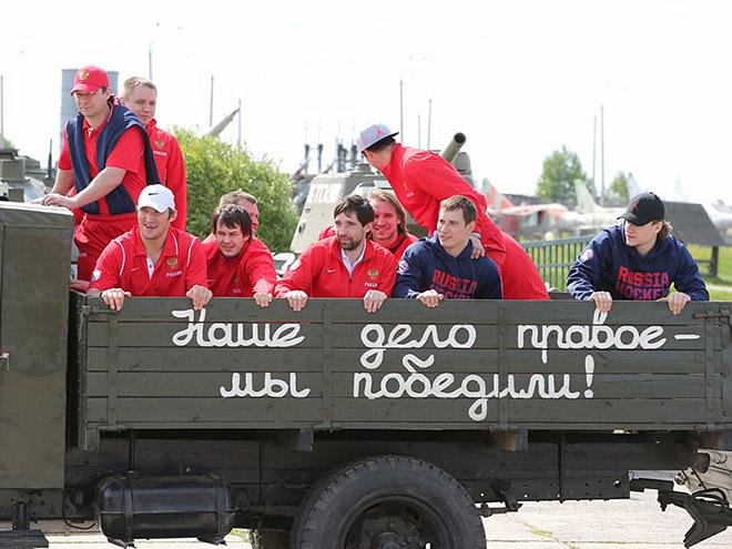 Хоккеисты и тренеры – к 70-летию Победы
