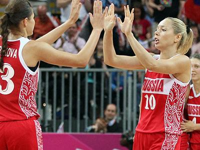 Илона Корстин (справа)