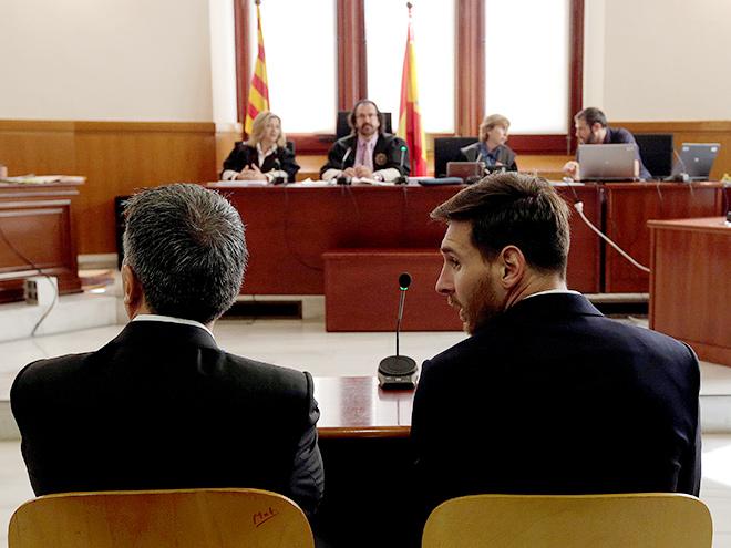 Лионель Месси и его отец на скамье подсудимых