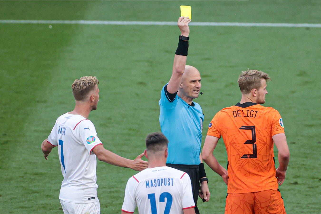 Сергей Карасёв рассказал, почему сразу не удалил де Лигта в матче Нидерланды — Чехия