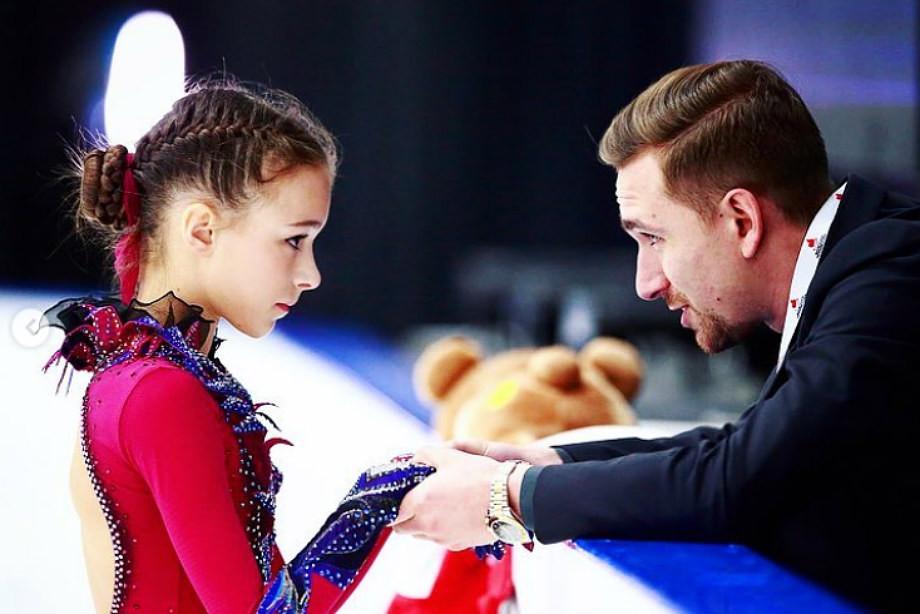 Анна Щербакова (слева)