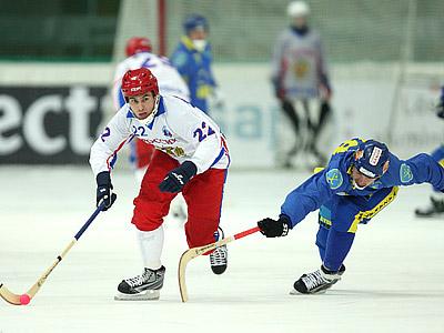 Казахстан готовился к полуфиналу, играя в кёрлинг