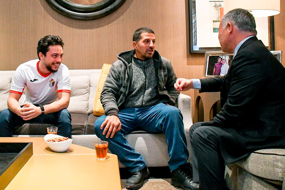В Иордании уборщик посмотрел футбол вместе с королём. Это история для кино!