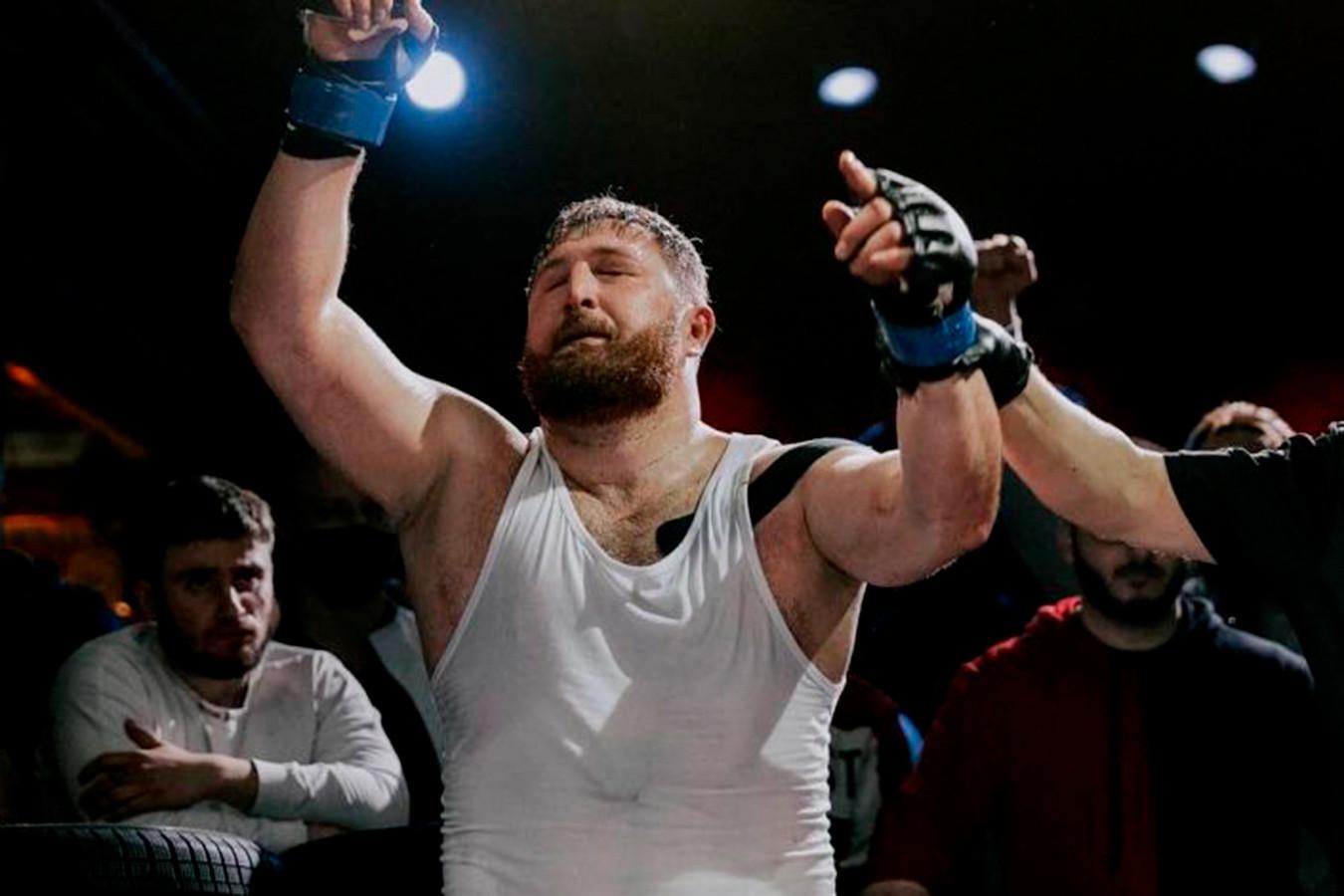 Хотел разнять драчунов, получил ножом в грудь. Подробности убийства чемпиона мира по ММА