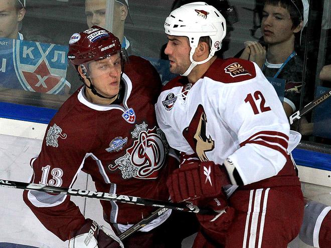 Сколько стоят в КХЛ и НХЛ шайбы и очки?