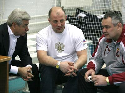 Юрий Голубовский (в центре)