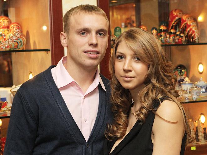 Денис Глушаков с супругой