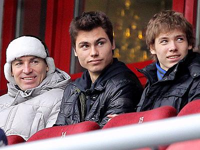 Макси Беляев (в центре)