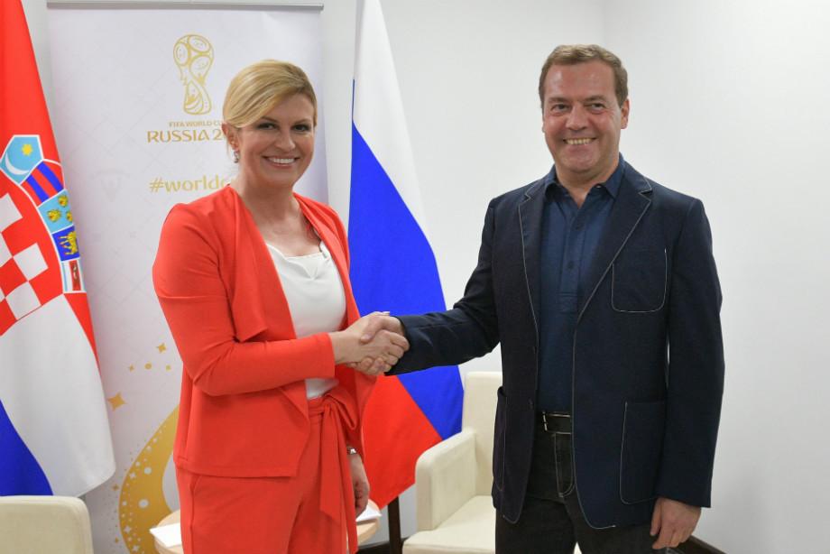«Сухой икрасивый» Путин под зонтом взволновал иностранные СМИ