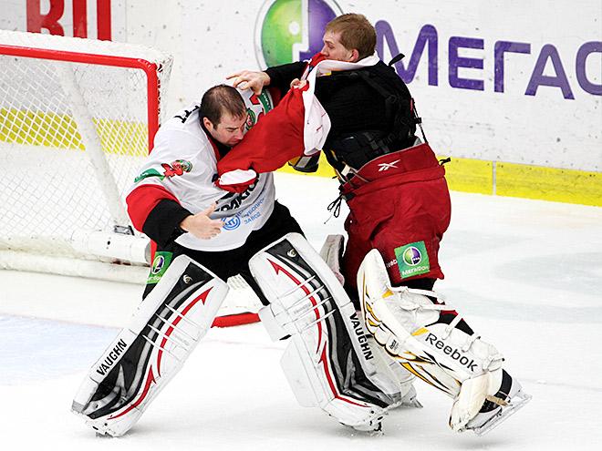 Самые памятные драки и удаления вратарей в КХЛ