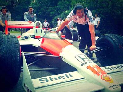 Обзор деятельности команд Формулы-1 в интернете