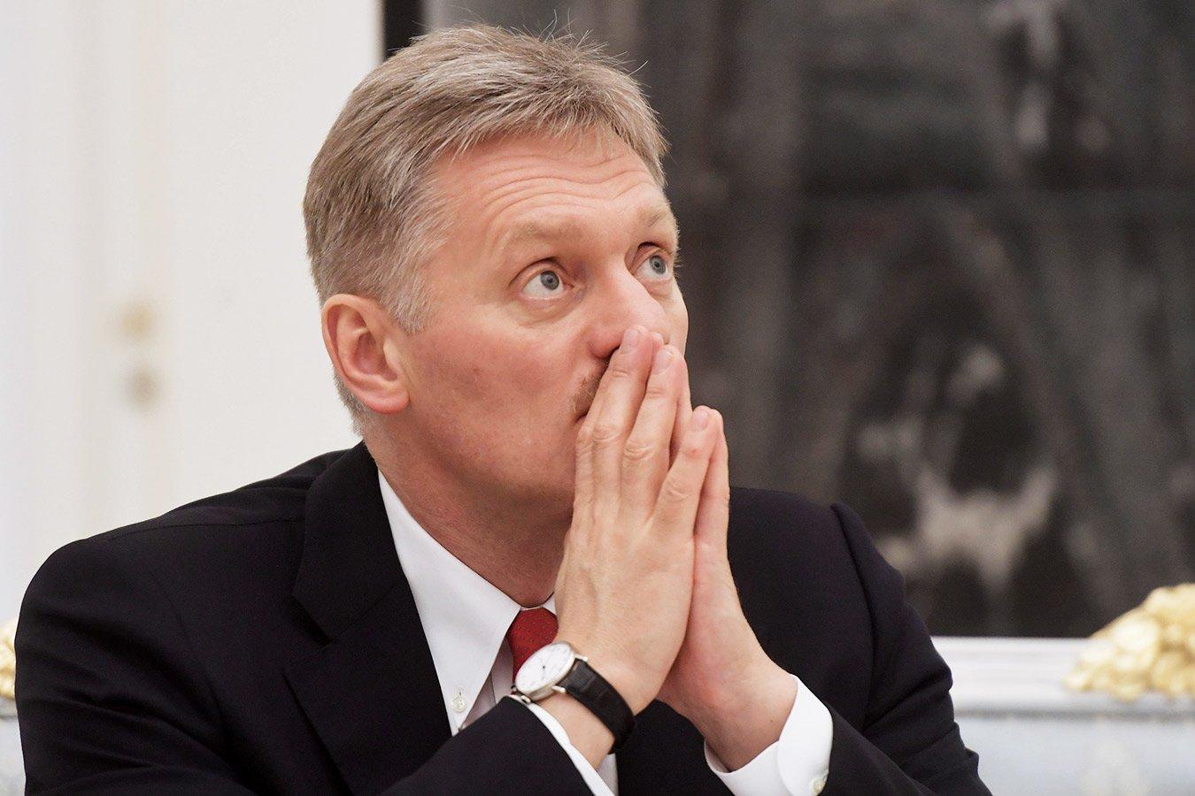Пресс-секретарь Путина отреагировал на скандал с флагом Беларуси в Риге