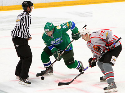 """""""Толпар"""" проиграл в первом матче плей-офф «Кузнецким Медведям»."""