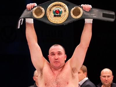 Александр Устинов нокаутом в седьмом раунде победил Джейсона Гаверна