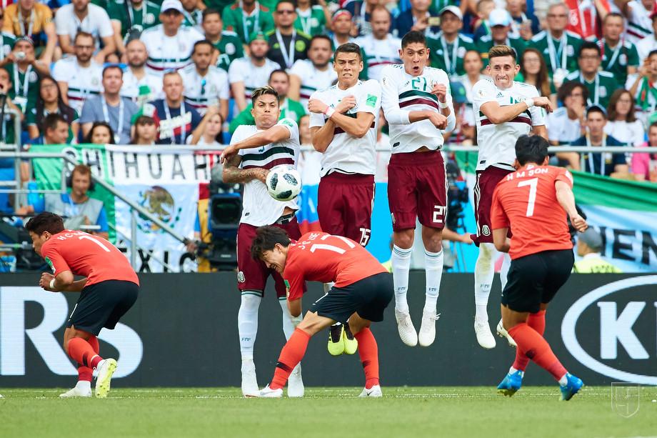 Кадр из матча Мексика - Южная Корея
