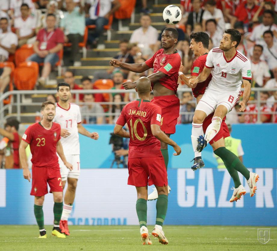 https://img.championat.com/photo/20/20415/full/842581-igrovoj-moment-v-matche-iran-portugalija.jpg