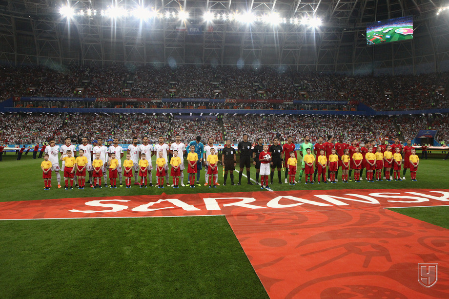 https://img.championat.com/photo/20/20415/full/842601-igroki-sbornoj-irana-i-sbornoj-portugalii-pered-nachalom-matcha.jpg