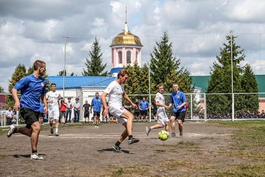 Матч на фоне куполов. Кокорин с Мамаевым душевно сыграли в футбол