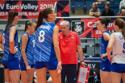 «Играть надо!» Тренер сборной России вспылил, а девушки победили