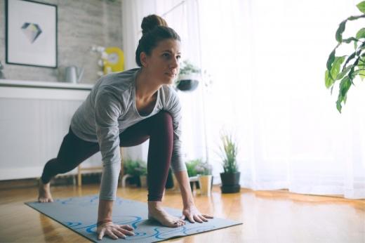 Как тренироваться дома с фитнес-резинкой? Упражнения на всё тело от фитнес-тренера, видео